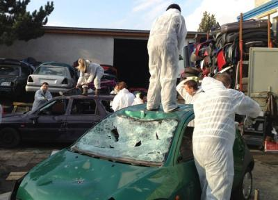 Autos zertrümmern